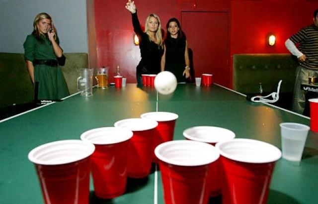 otros-juegos-para-fiestas-de-adultos-beer-pong